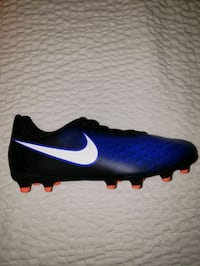 Nike Jr. Magista Ola II soccer shoes kids size 5y Toronto, M4K 3L3