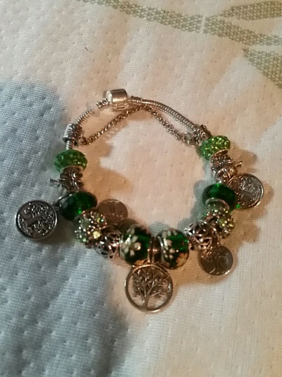 Photo CRAZY SALE!! PANDORA TREE OF LIFE CHARM BRACELET