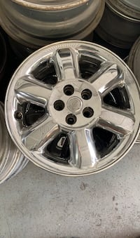 16 Inch Chrome Chrysler rims! Great condition !!