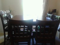 Cherry oak dinning table with 6 chairs Mississauga