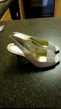 pair of white leather open-toe heeled sandals Alexandria, 22302