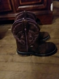 pair of JUSTIN'S Brown Leather cowboy boots women. Elizabethton, 37643