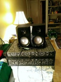 2 small black computer speakers (great sound) Toronto, M9A 3V3