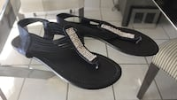 Sandals size 9  excellent condition  Vaughan, L4L 3V7