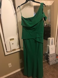 Beautiful emerald green mermaid one shoulder gown.  Tulsa, 74105
