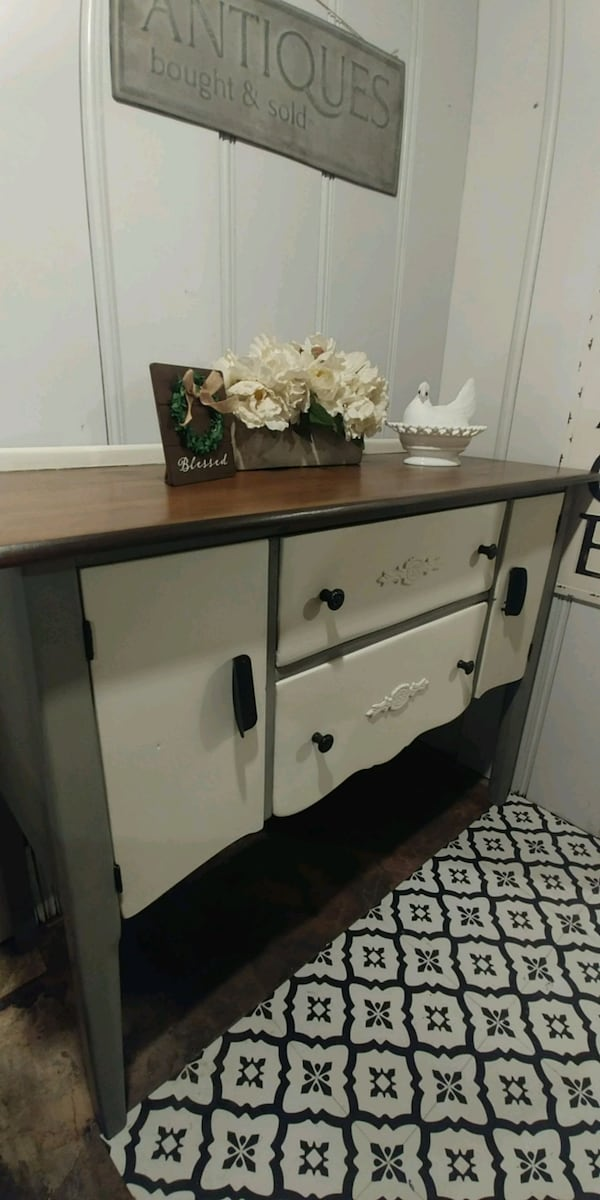 Buffet/Entryway/Server fab56632-9219-4bfd-9312-08a5e586ce0b