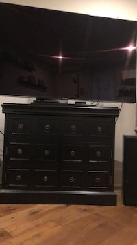 Pier One TV Stand *TV NOT FOR SALE* 25 mi