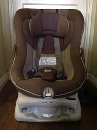 baby's brown and gray Graco car seat 2272 mi
