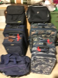 """Assorted suitcases 28"""" to 20"""" 73 km"""
