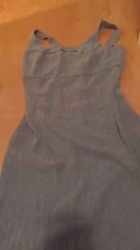 Like new dress Suzy petites size 4. I don't think this was ever worn.  Laval, H7Y 2C1