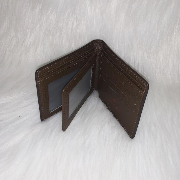 Gucci Bifold Wallets 9
