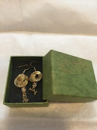 Brand new earrings lots of them Richmond Hill, L4S 1A6
