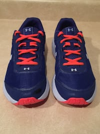 Youth Size 7 Under Armour Running Shoes