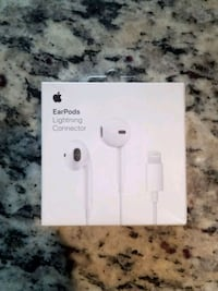 Apple Earpods with lightning connector Bay Shore, 11706