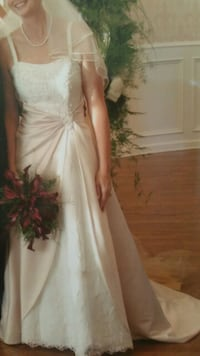 WEDDING DRESS IVORY AND CHAMPAGNE Conroe
