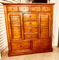 Gorgeous dresser. Will driver for extra 50 Boston, 02130