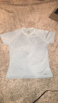 Patagonia women's workout vneck shirt size small  Greenville, 27834