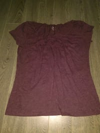 women's maroon scoop-neck shirt Regina, S4S 4G2
