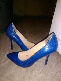 pair of blue leather pointed-toe pumps Calgary, T2W 4K5