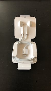 Apple Earbud headphone Toronto, M6C