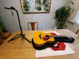 YAMAHA fg junior jr1 comes with guitar,bag,and stand