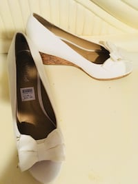 White bow wedge size 8 North Providence, 02911