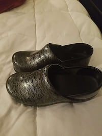 pair of black-and-silver leather clogs 26 mi