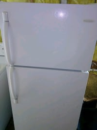 Frigidaire refrigerator in good working condition Windsor, N9C 1B4