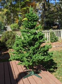 Christmas Tree - artificial Canadian spruce , 6' footer Falls Church