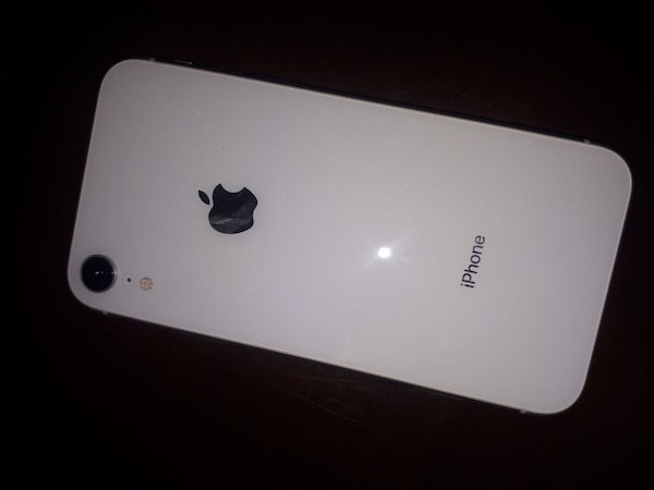 iPhone XR  one month old.  Firm 55716d7b-2625-4a86-ad8e-1ba477e84405