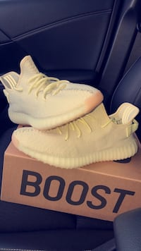 pair of white Adidas Yeezy Boost 350 with box Houston, 77093