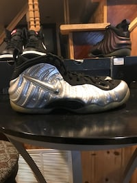 Silver surfer foams size 10.5  Washington, 20011