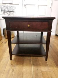 End table / nightstand