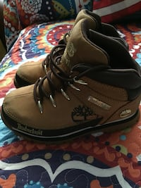 Pair of boys Timberland in great condition. Size 5($50) Montréal, H1R