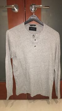 gray button-up long sleeve shirt West Vancouver, V7S 1K2
