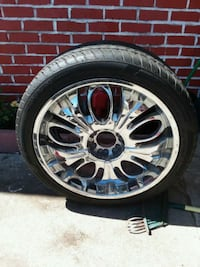 chrome multi-spoke car wheel with tire Pittsburg, 94565