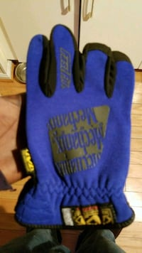 New mechanix fastfit gloves 15$each none negotiabl Columbia, 21044