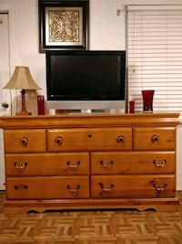 Nice modern big dresser/TV stand with 7 drawers in 33 km