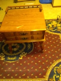 End table with single pull out Drawer , OBO Lincoln, 68521