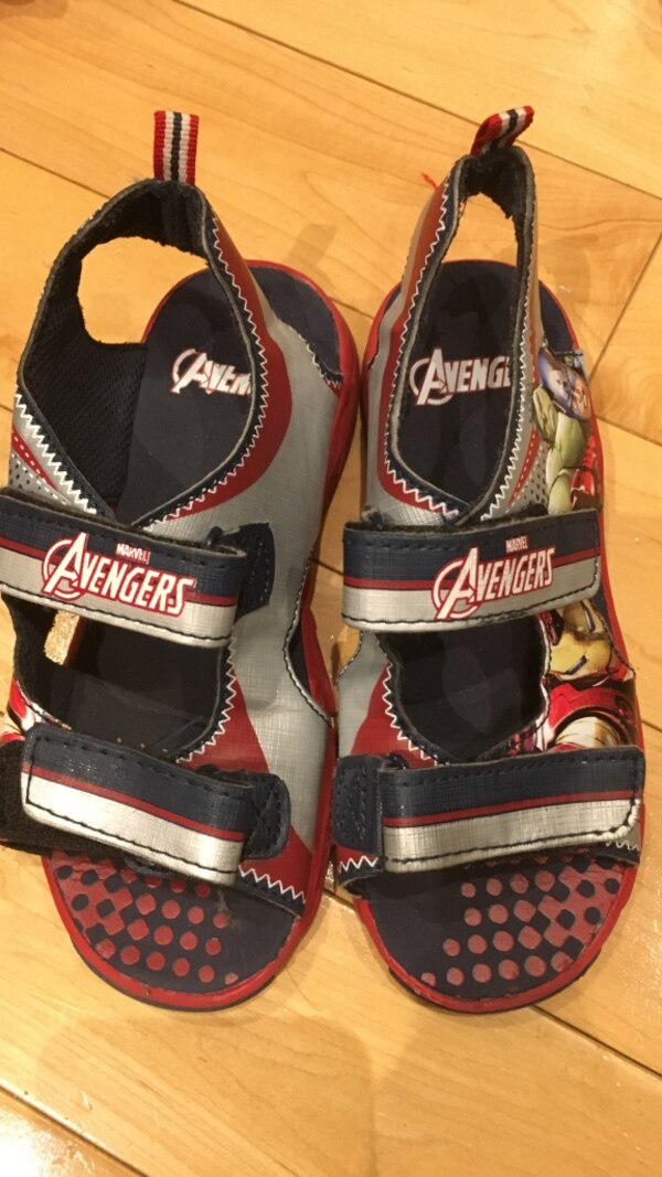 Boys Avengers sandals size 13 - excellent condition only worn a few times