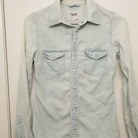 TNA DENIM Shirt  Size xxs  Tiny hole on left sleeve Showed on picture 4 Good condition  Toronto, M8Y 0A7