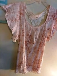 Cute light shirt with butterfly lace back Kalamazoo, 49007