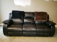Full sized black leather, reclining couch  Novi, 48375