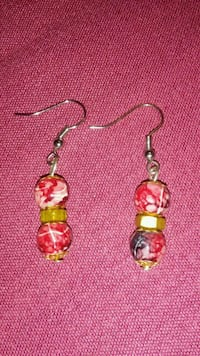 pair of red-and-white beaded hook earrings Dumfries, 22026