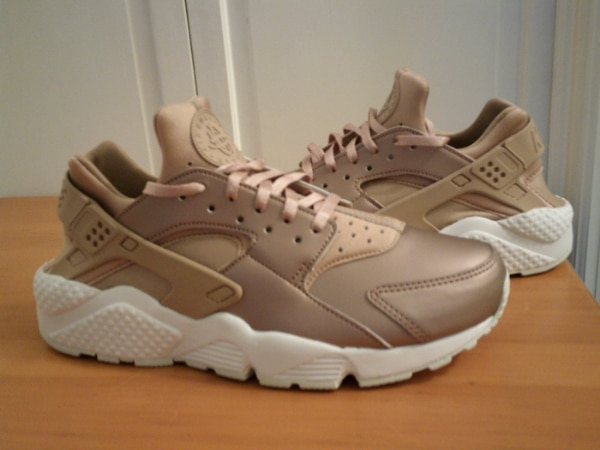 051f655b6366 Used Nike Women s Air Huarache Run Premium Metallic Rose Gold Size 9.5 for  sale in Marietta - letgo