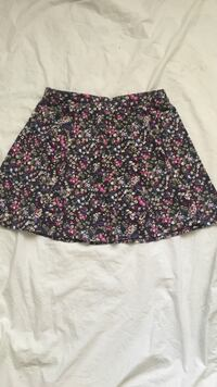 American eagle floral skirt (size small)