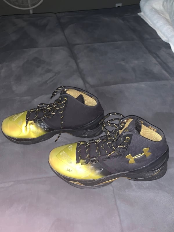 Curry MVP B2B Sneakers New Never Worn Size 10.5 ce1c2b3a-61a7-4d6f-a3d6-529e4a538014