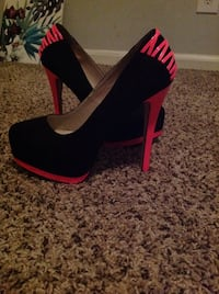 unpaired black and red platform stiletto Sandy Springs, 30350