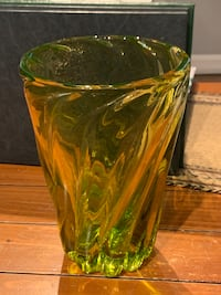 Green glass collection Uxbridge, 01569
