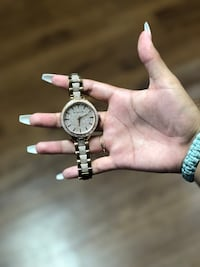 Michael Kors Crystal Gold Stainless Steel. $100 Fort Campbell, 42223